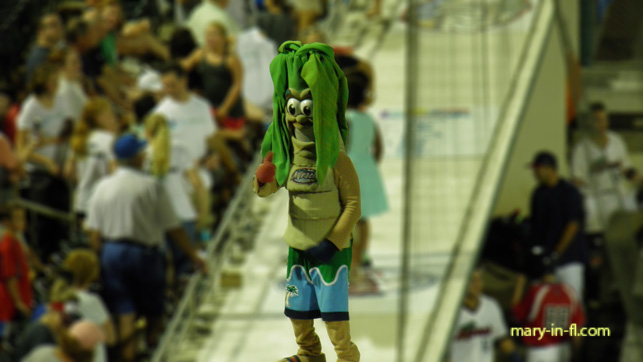Fort Myers Miracle mascot Sway 08-17-2018